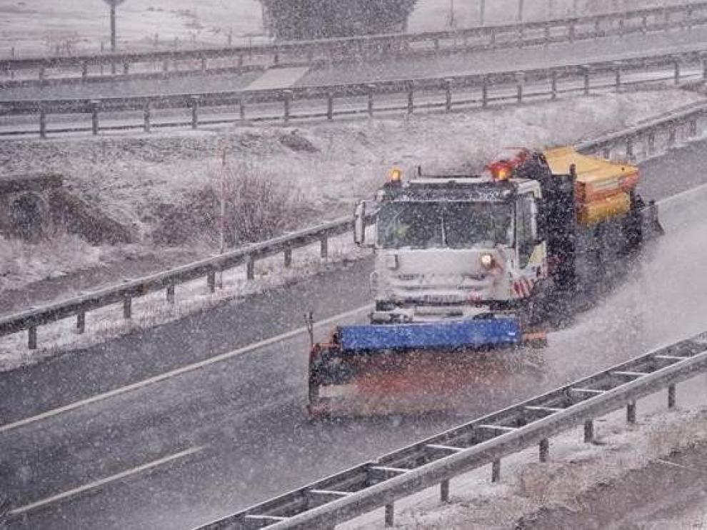 DGT tiene todo listo ante la previsión de nevadas y pide planificar el viaje