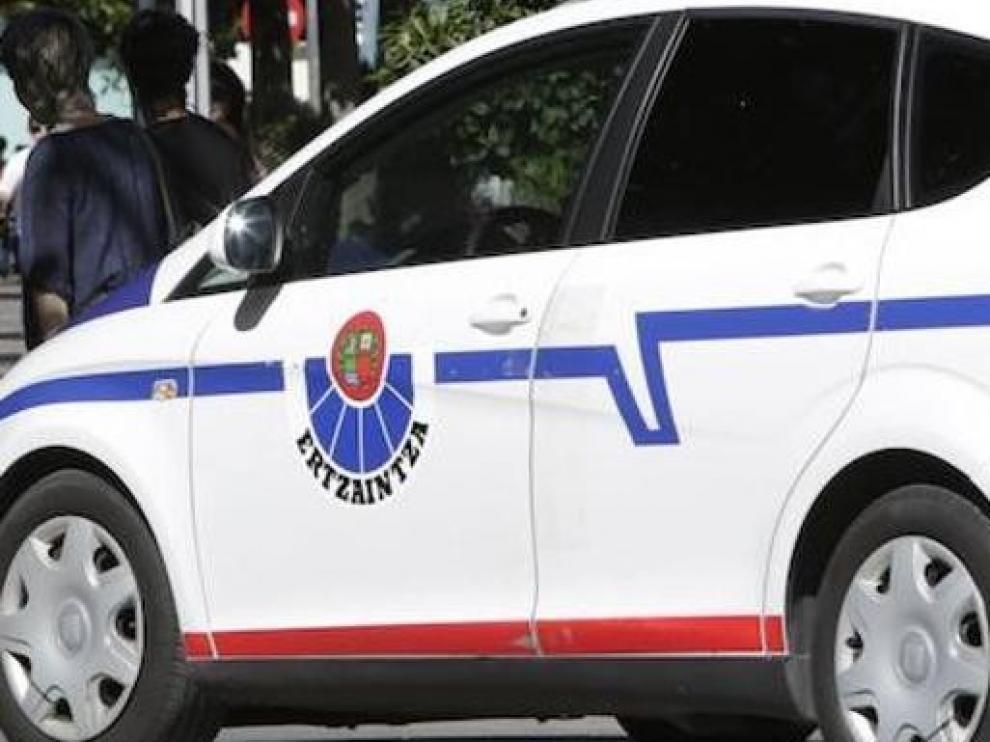 Detenido en Bizkaia tras agredir a su expareja, que cayó por la ventana