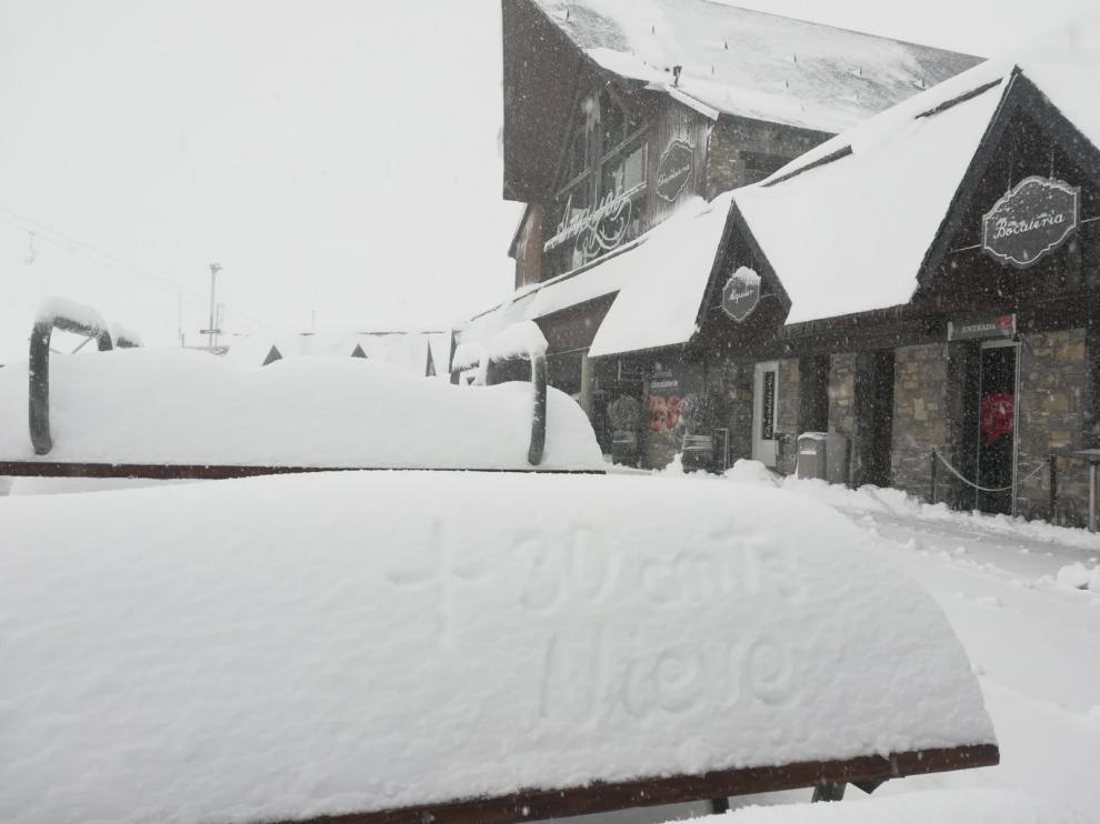 Las estaciones de Aramón registran más de medio metro de nieve fresca