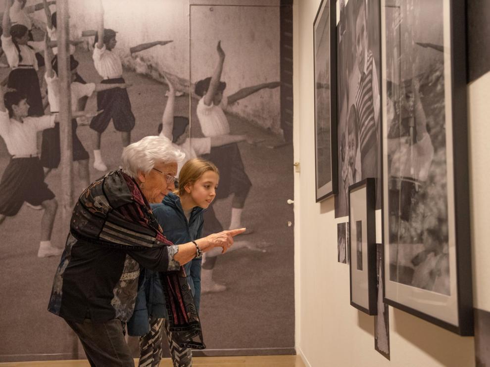 Una treintena de imágenes de Divina Campo se muestran en la Lonja de Zaragoza