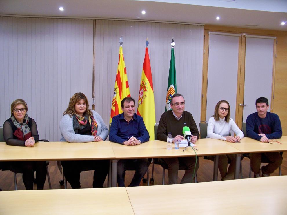 Dimiten Pilar Ventura y Sergio Plana, concejales del equipo de gobierno socialista en Fraga
