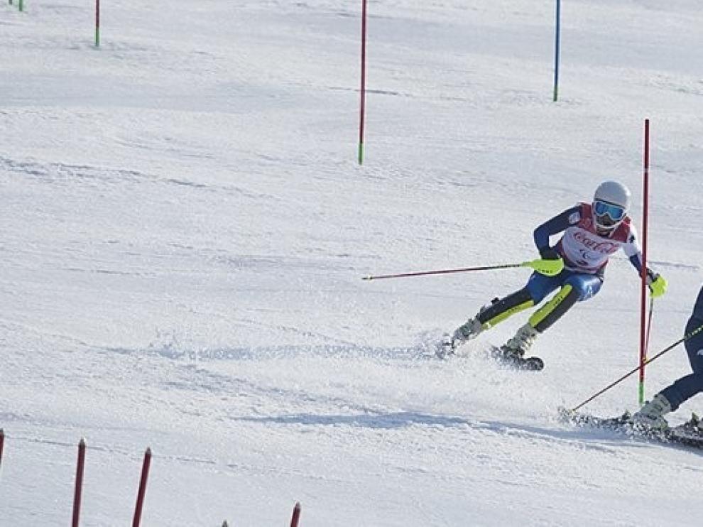 Santacana y Galindo no logran concluir el Slalom