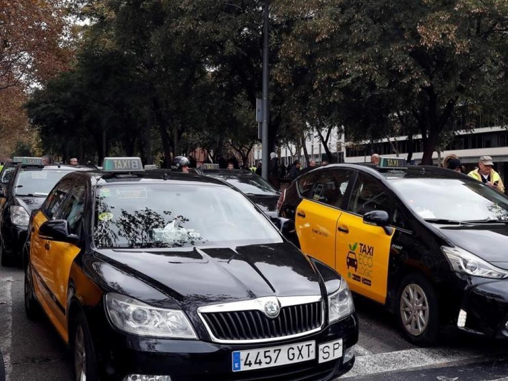 Los taxistas de Barcelona ponen fin a la huelga en un clima de división