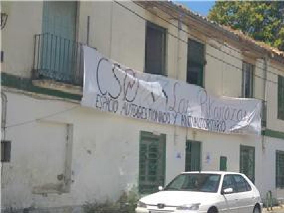 Absuelven a las acusadas de ocupar un edificio abandonado en las Harineras de Huesca