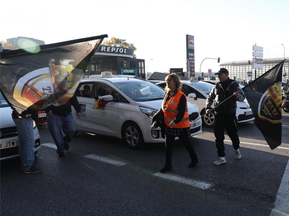 """Los taxistas ven """"insuficiente"""" el preacuerdo y seguirán de huelga"""