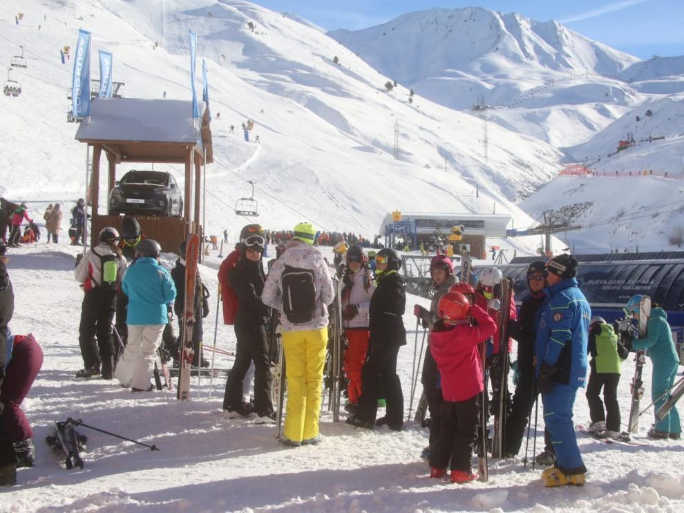 Aluvión de esquiadores en las estaciones del Pirineo durante el fin de semana
