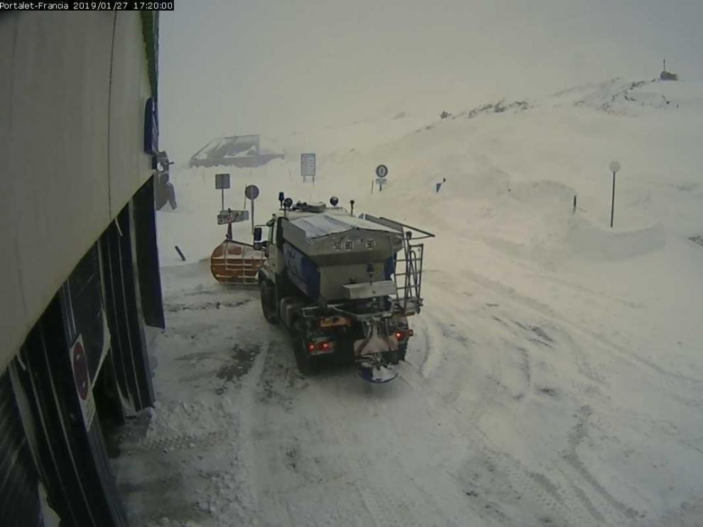 Cierran de nuevo El Portalet por nieve y fuertes vientos