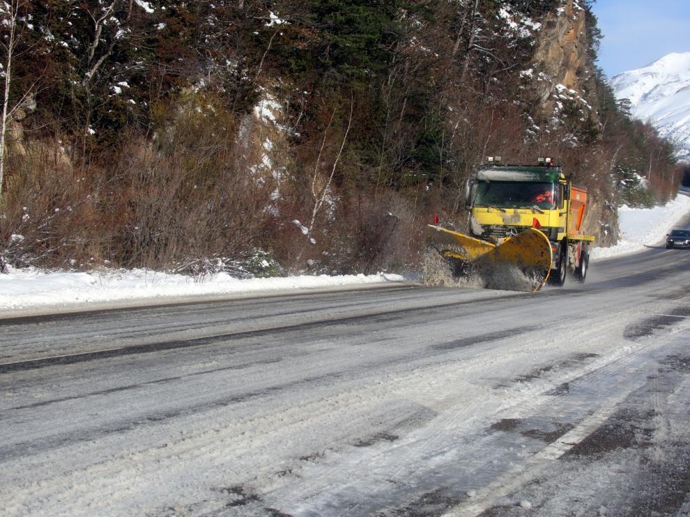 Se restablece el tráfico por el túnel de Somport, aunque siguen los problemas en otras carreteras de Huesca