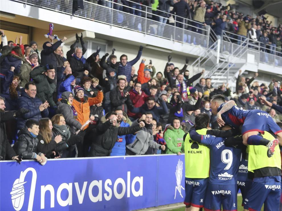 """El Huesca jalea a peñas y aficionados para que El Alcoraz sea una """"caldera"""" ante el Valladolid"""