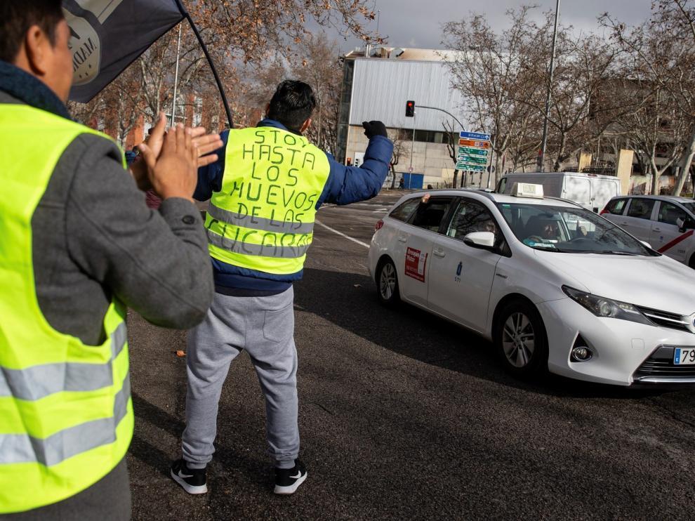 """El decreto del """"Govern"""" lleva a Uber y Cabify a dejar Barcelona"""