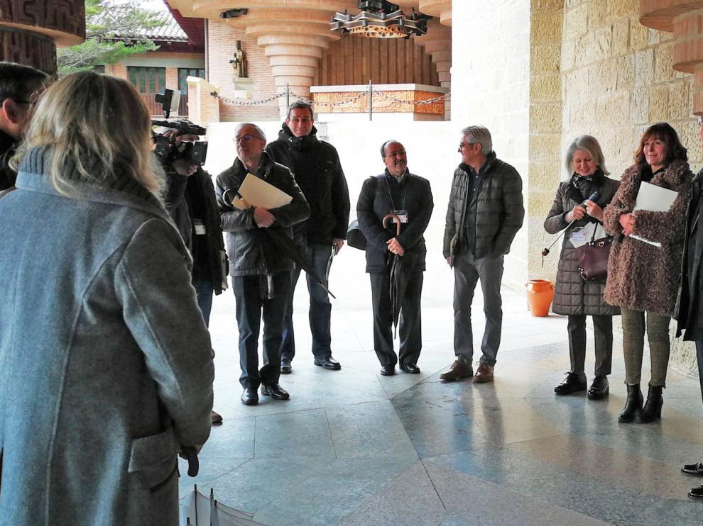 Alcaldes de Ribagorza y Sobrarbe visitan Torreciudad y conocen su proyecto de renovación