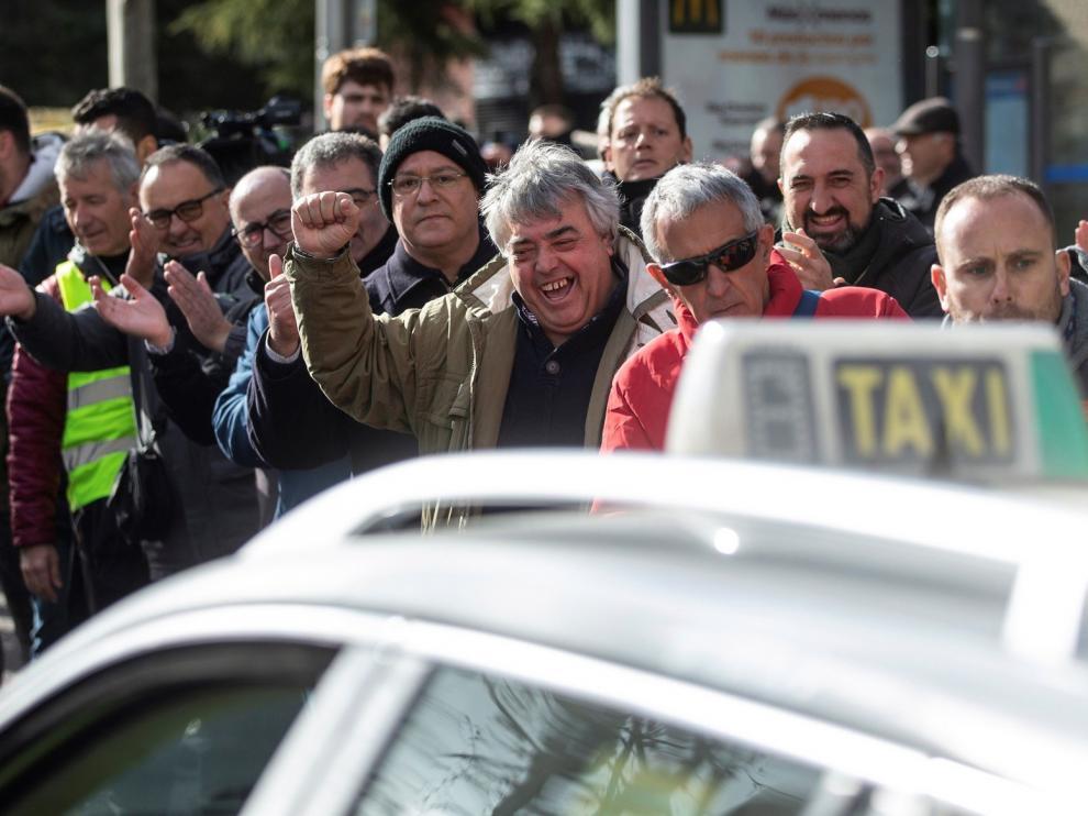 """Madrid rechaza la """"vía Colau"""" para conseguir la contratación previa de VTC"""