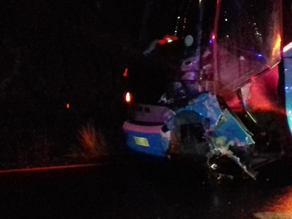 Herida grave tras chocar su vehículo con un autobús en Viacamp