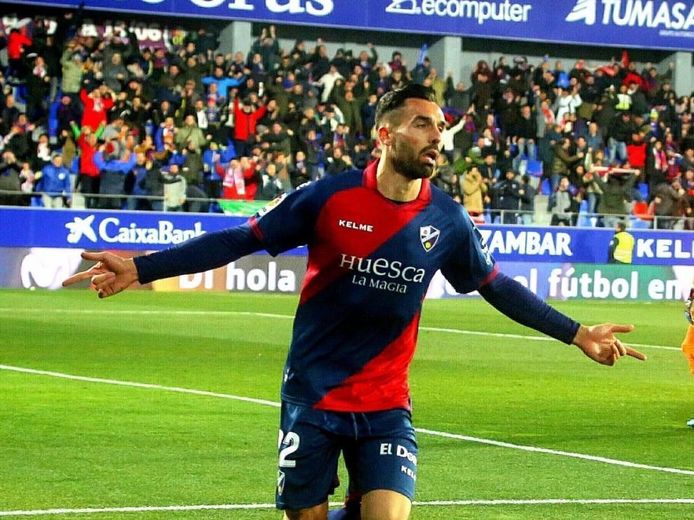 El Alcoraz vive por fin su gran fiesta tras golear el Huesca al Valladolid