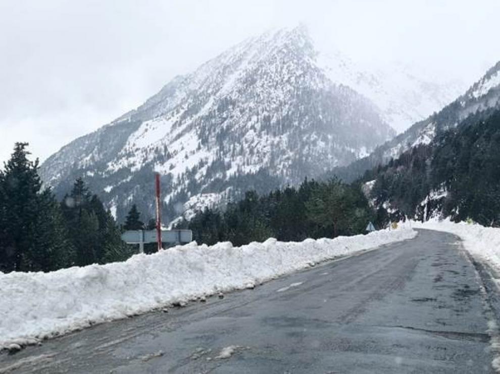 El túnel de Bielsa se cierra al tráfico por un alud en la vertiente francesa
