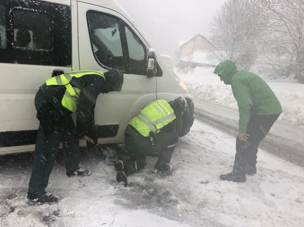 La Guardia Civil brinda asistencia en carretera a causa del temporal