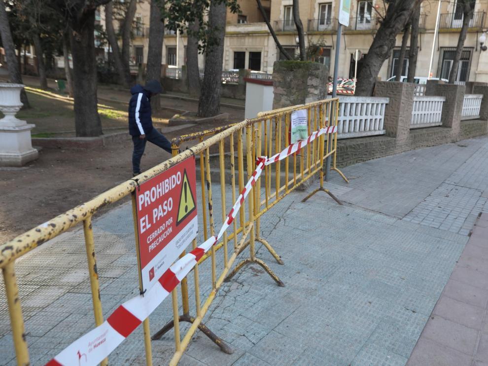 Las rachas de viento dejan pequeñas intervenciones en la ciudad de Huesca