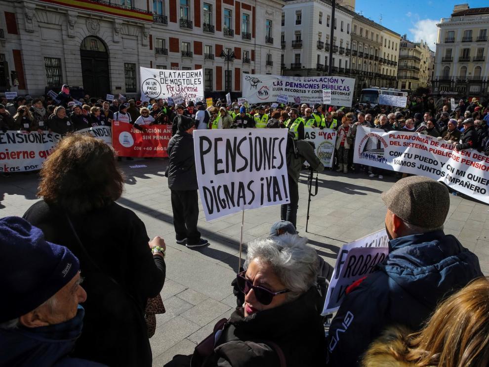 Pensionistas y taxistas unen sus movilizaciones en Madrid