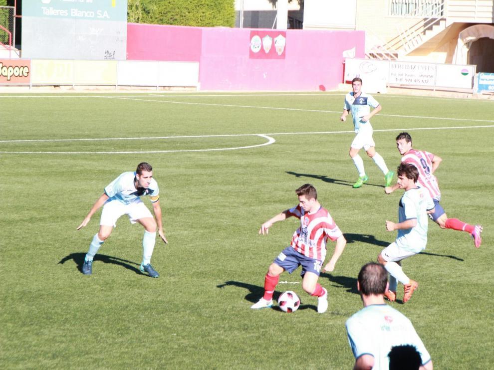 El mal estado del campo y el fuerte viento condicionaron el Brea-Atlético Monzón