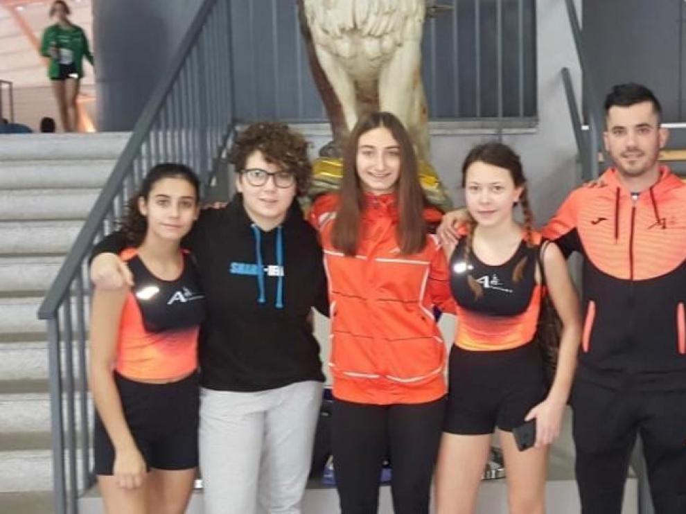 Hinaco y Zoiti se suben al podio en el regional de atletismo de pista cubierta
