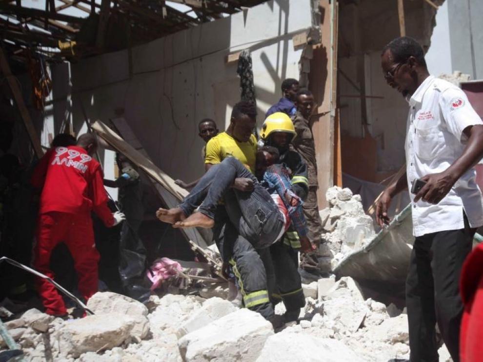 Al menos 12 muertos y 15 heridos al estallar un coche bomba en Mogadiscio