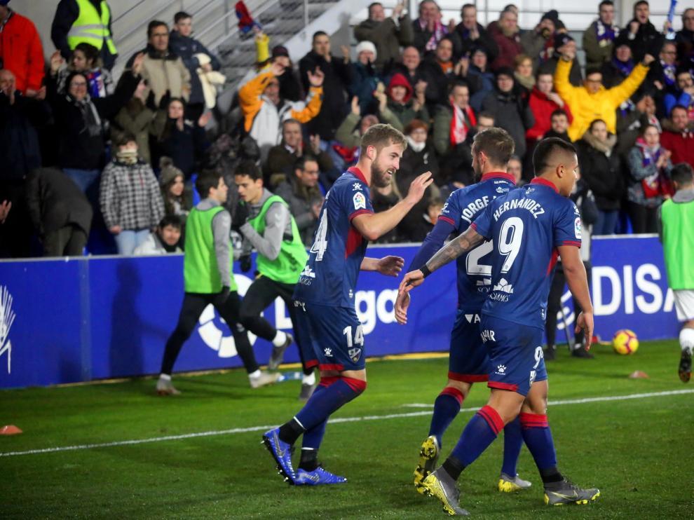 Ocho futbolistas del Huesca y seis cedidos tienen contrato para la próxima temporada