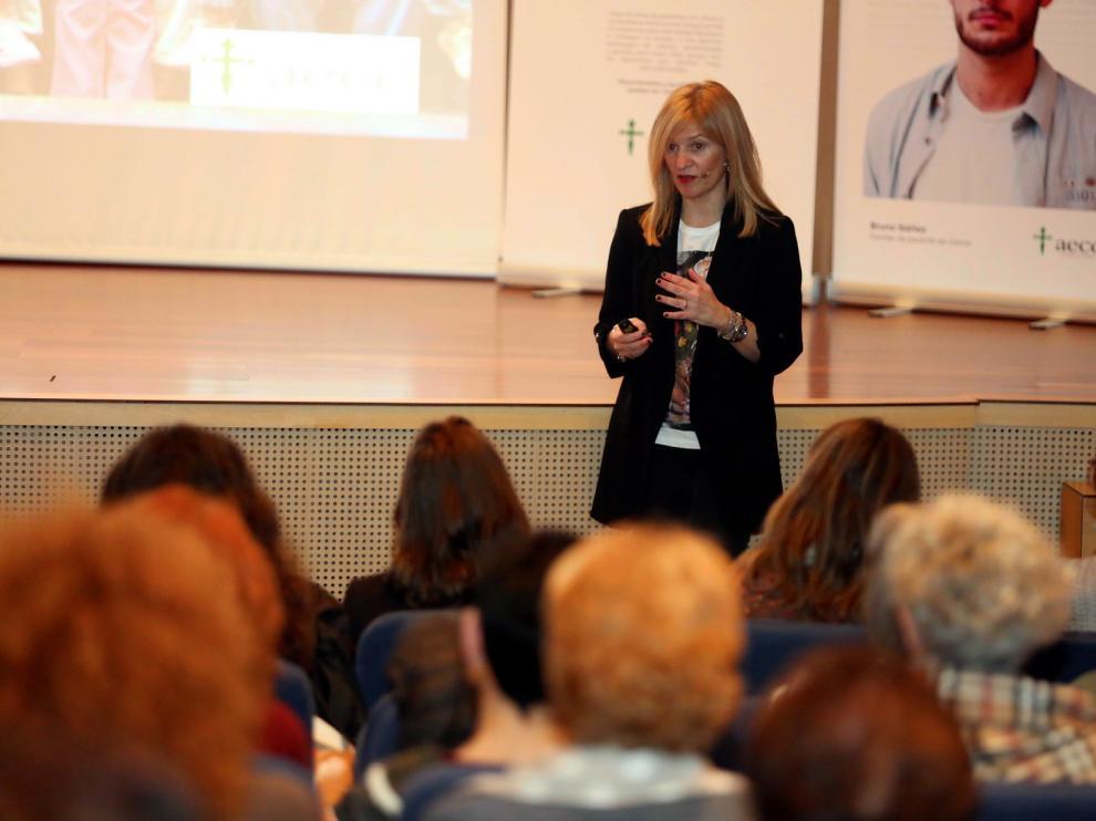 """Carmen María Rodrigo, psicóloga de la AECC: """"Un enfermo necesita información y poder expresar sus miedos"""""""