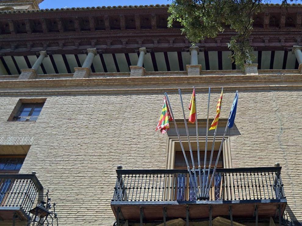 El personal de oficinas y brigadas del Concejo de Huesca pide trato igualitario