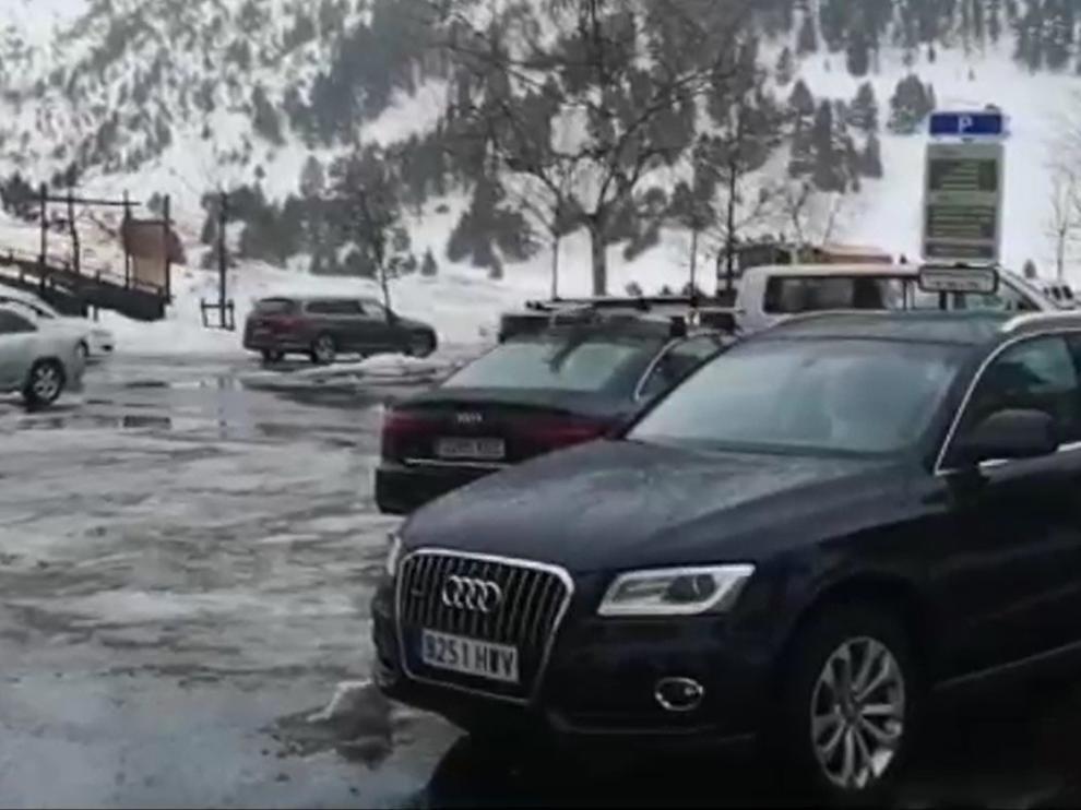 Evacuadas medio centenar de personas que estaban aisladas en el Hospital de Benaque