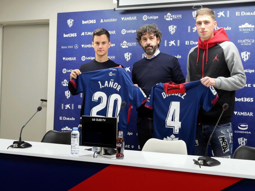 """Emilio Vega, director deportivo del Huesca: """"El cómputo general del mercado es satisfactorio"""""""