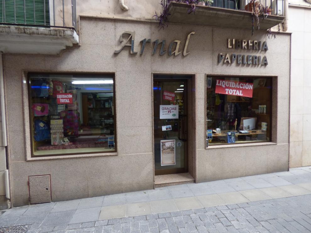 La Librería Arnal de Barbastro cierra las páginas de su servicio a la cultura después de 75 años