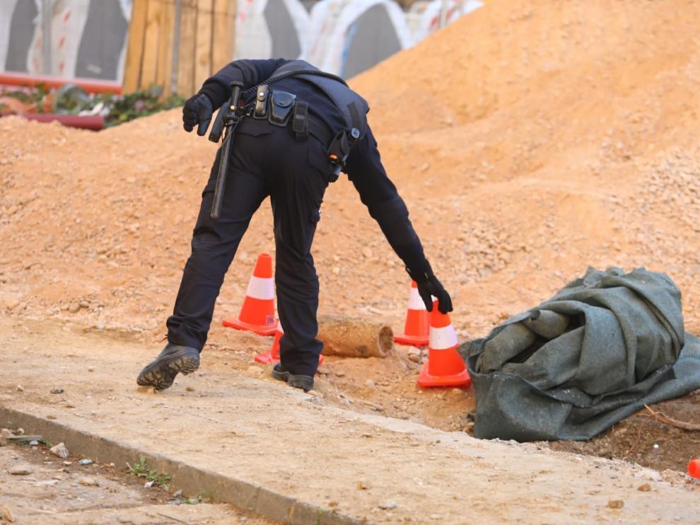 La Policía Nacional neutraliza un proyectil de la Guerra Civil hallado en el paseo Ramón y Cajal de Huesca