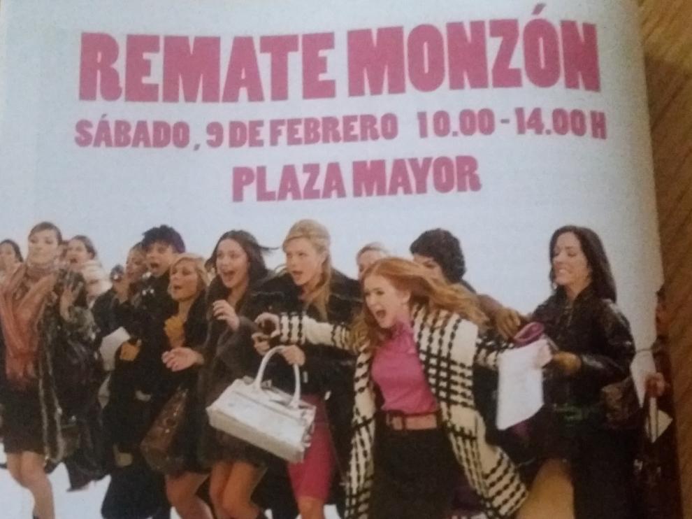 """Un grupo de mujeres que corren """"desaforadas"""" hacia unas rebajas, genera polémica en Monzón"""