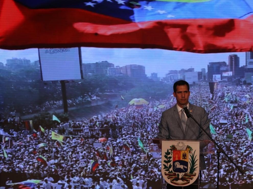 Guaidó valora abrir un canal humanitario si sigue el bloqueo