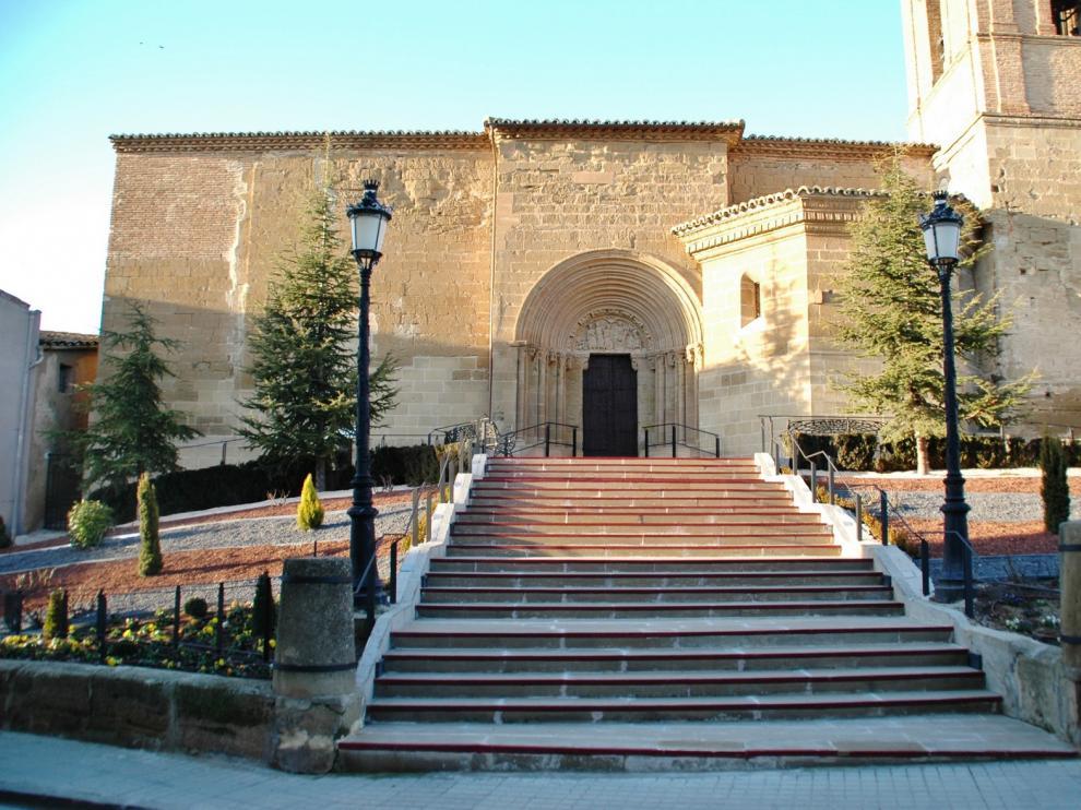 Preocupación por el deterioro de la portada de la iglesia de Peralta de Alcofea