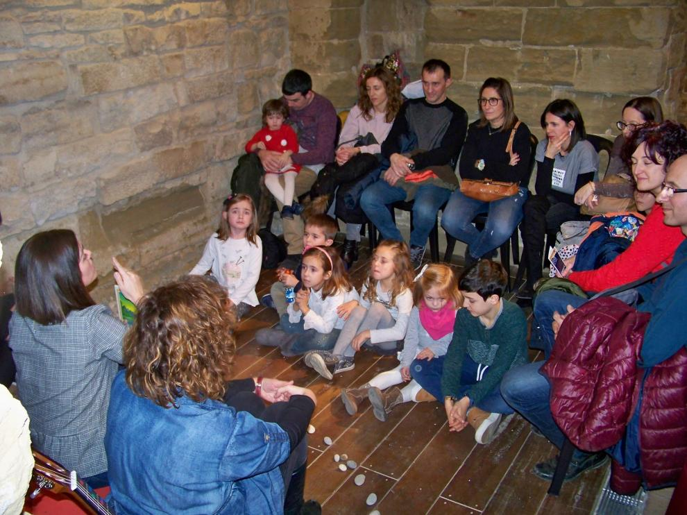 Los grupos de cuentacuentos de los colegios de Fraga y el Cajón de Sastre de Atades toman el Castell