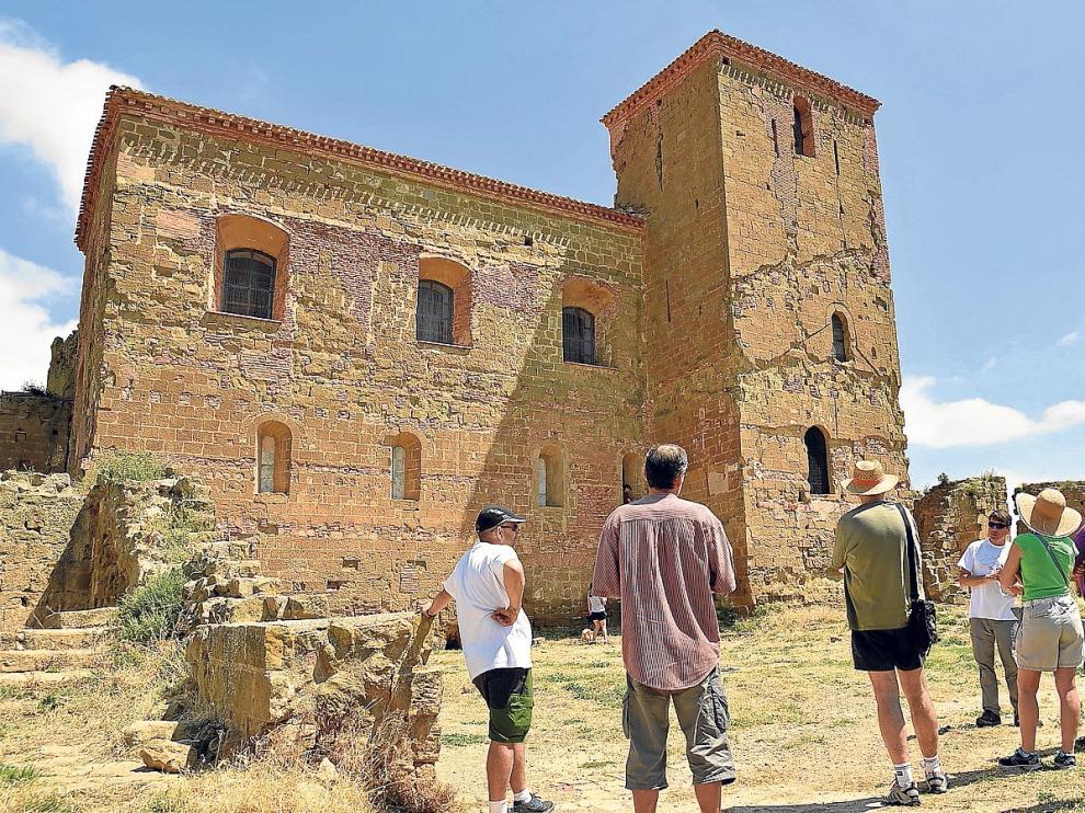 La DPH trabaja en el camino y aparcamiento del castillo de Montearagón