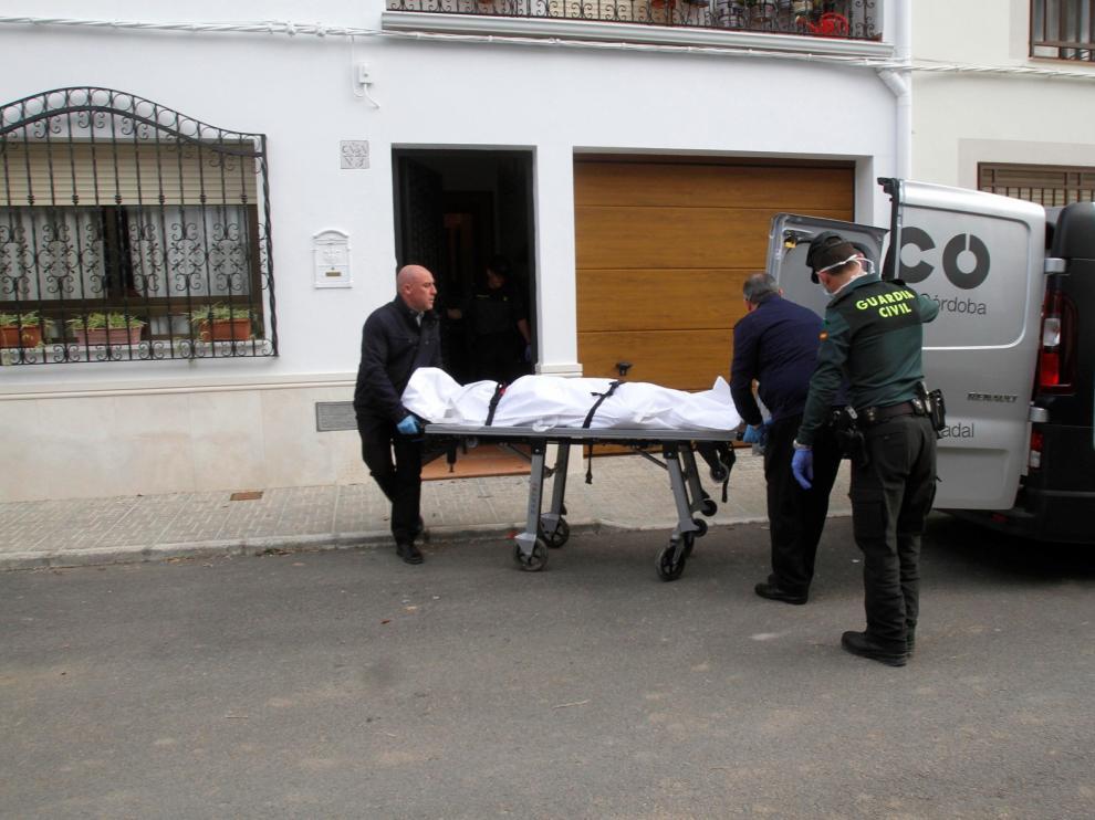 Investigan el hallazgo de los cadáveres de una madre y una hija en Córdoba