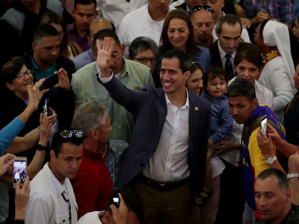 """Juan Guaidó avanza que """"en los próximos días"""" llegará la ayuda"""