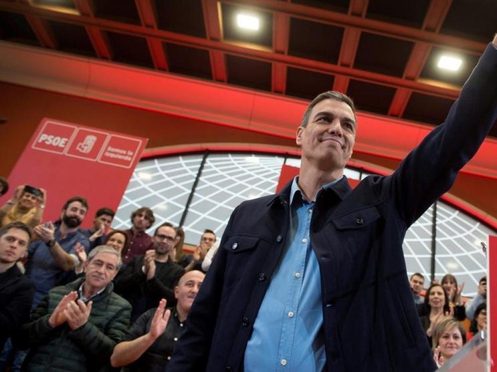 """""""Las derechas"""" enfrentan a los españoles, responde el presidente"""