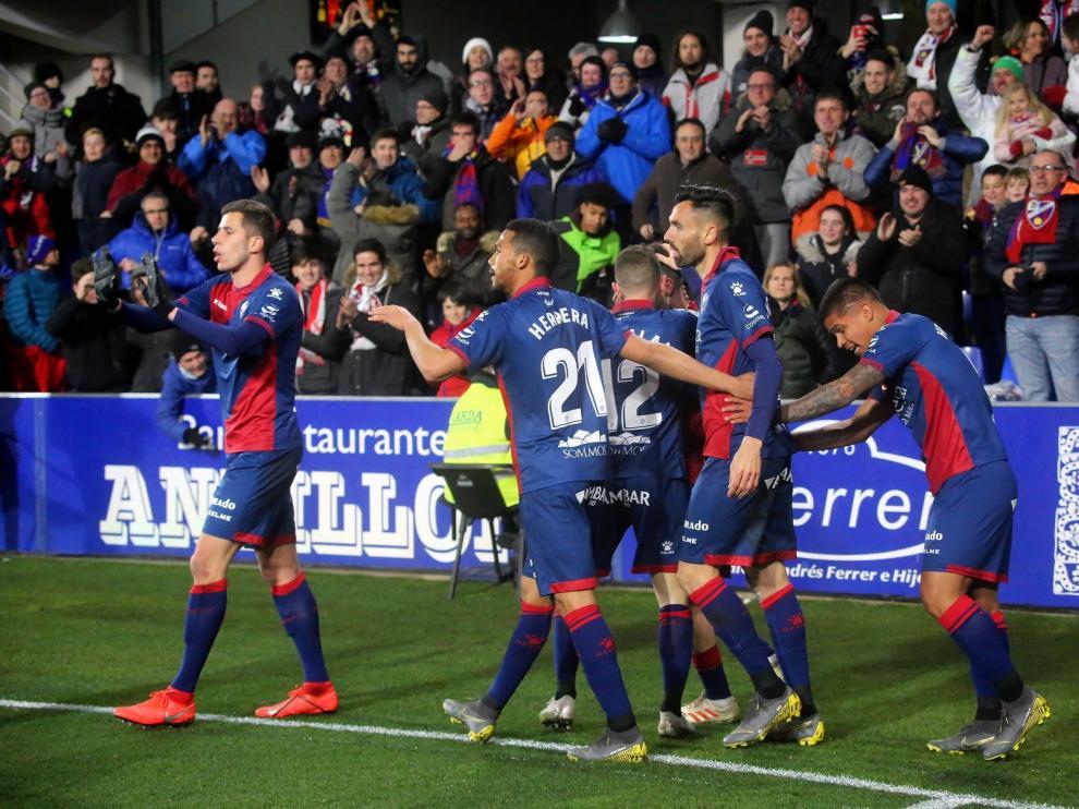 El Huesca asoma la cabeza