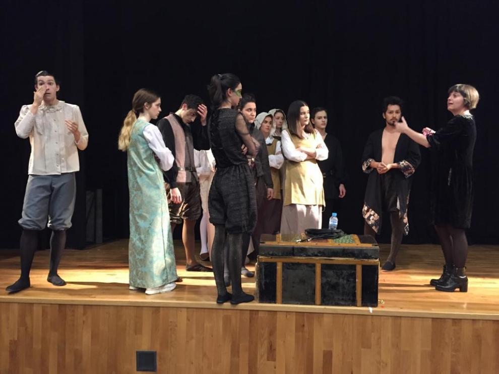 """Josune Iglesias, directora de La compañía Teatro en la Chácena: """"El público ha disfrutado y nosotros, también"""""""