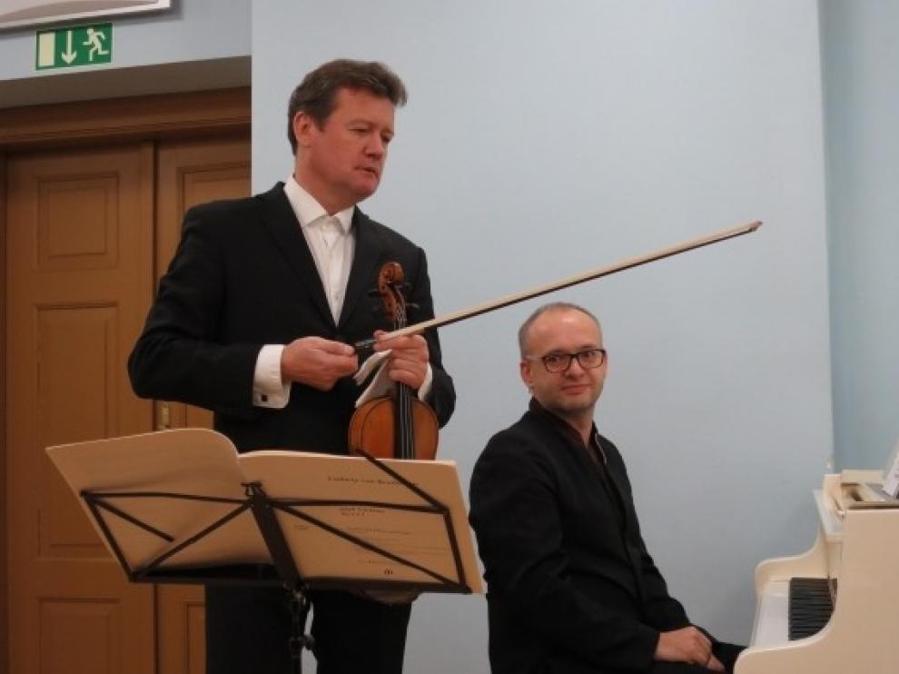 El Dúo Zenaty Kasik protagoniza un recital de violín y piano en Huesca