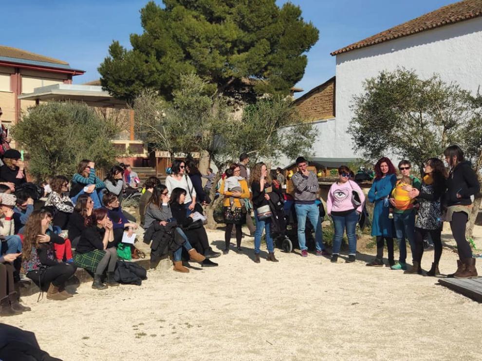 Almudévar acoge la primera jornada de arte, paisajismo y desarrollo comunitario en patios escolares