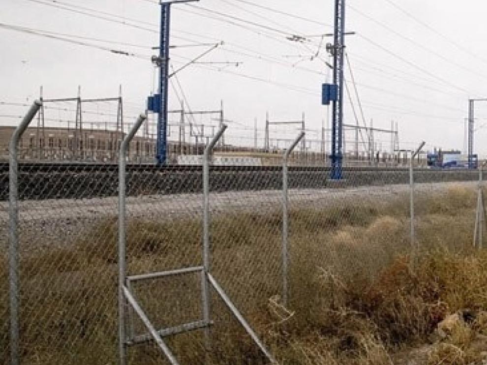 Adif mejora el vallado de refuerzo de la línea de alta velocidad en la zona de Peñalba