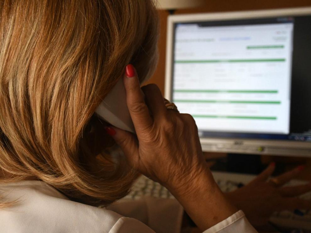 La soledad sigue siendo la principal causa por la que los aragoneses llaman al teléfono de la esperanza