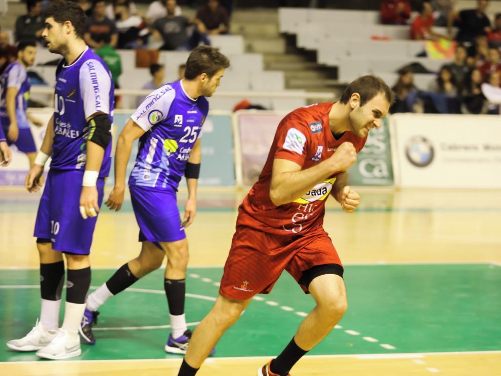 Oier García cumplió el sábado cien partidos en Asobal con el Bada Huesca