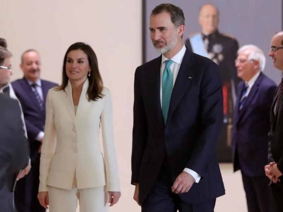 La reina Letizia repite en San Valentín el mismo traje de su pedida de mano