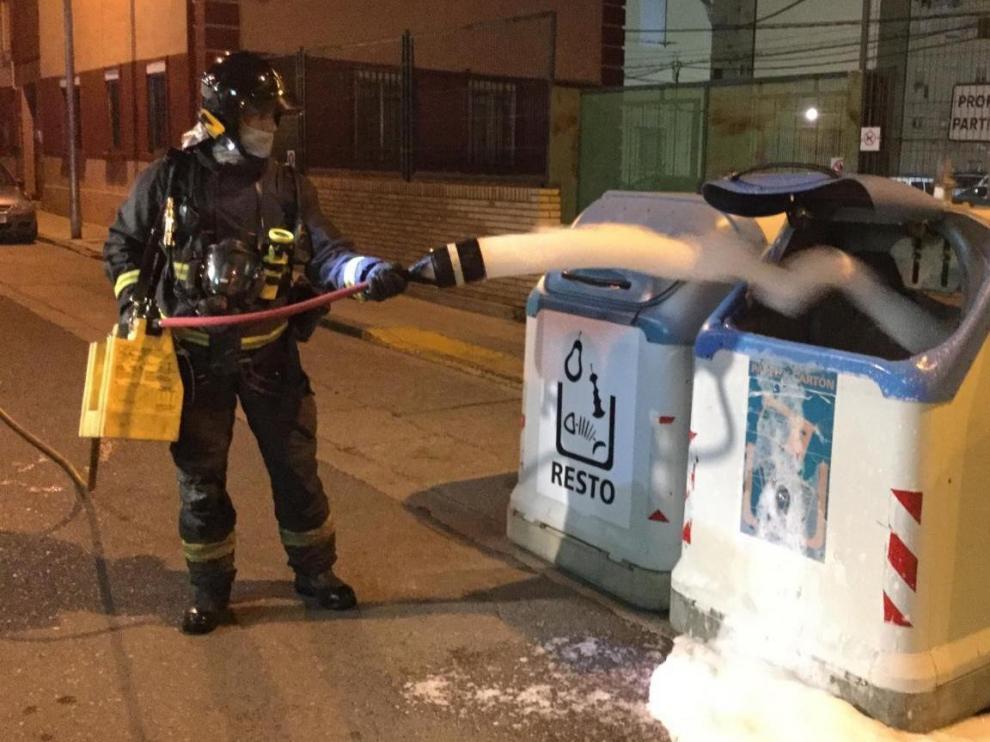 Cs Huesca pide un mayor esfuerzo frente a la quema de contenedores, grafitis y animales