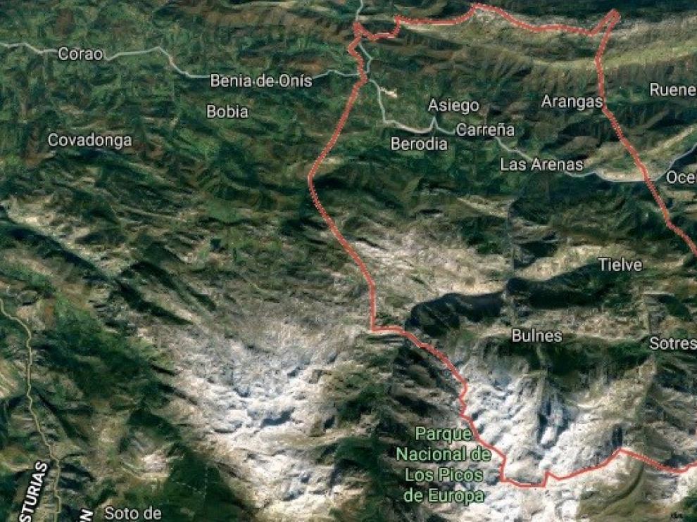 Rescatados ilesos dos montañeros oscenses tras quedar atrapados en una ruta en Cabrales